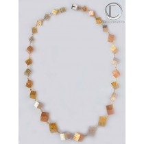 collier 3ors cubes degrades.Or 18 cts